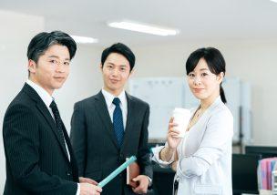 幅広い年齢層が働いているタクシー乗務員は転職におすすめ!勤務体系選べる日本交通グループなら土日祝休みも可で働きやすい!